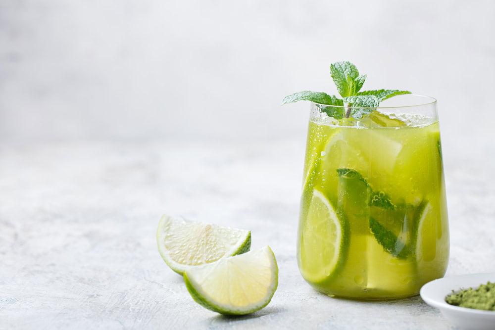 ليمونادة الليمون والشاي الأخضر: وصفات عصير منزلية سهلة ولذيذة
