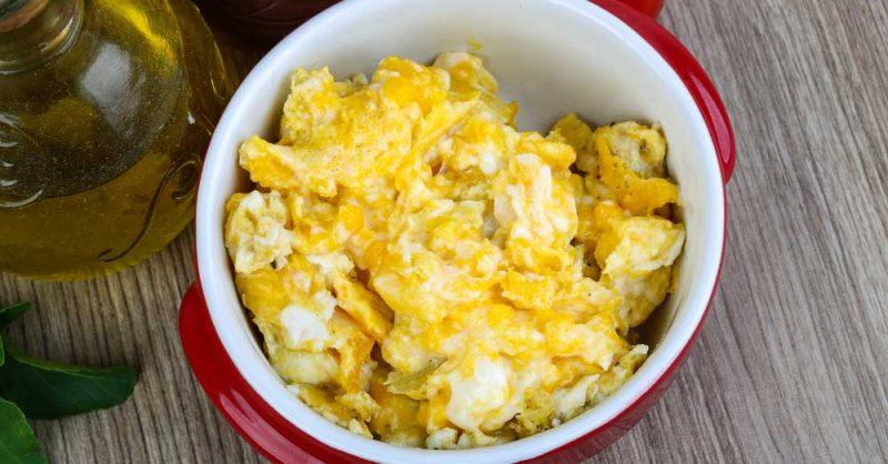 وجبة البيض والبطاطا المسلوقة